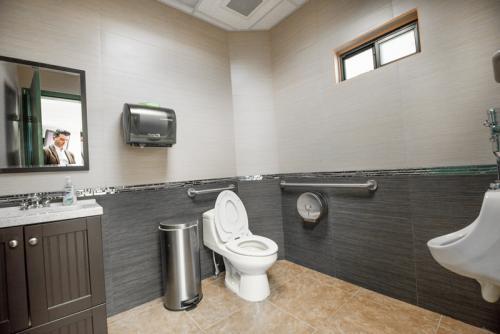 los-algodones-dental-clinic-bathroom